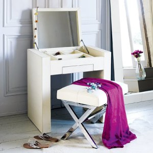 chic-decó-Mini-Dressing-table-Grahamandgreen