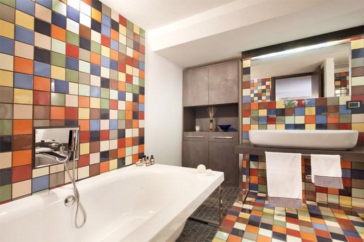 1-banheiro-moderno-ceramica-colorida