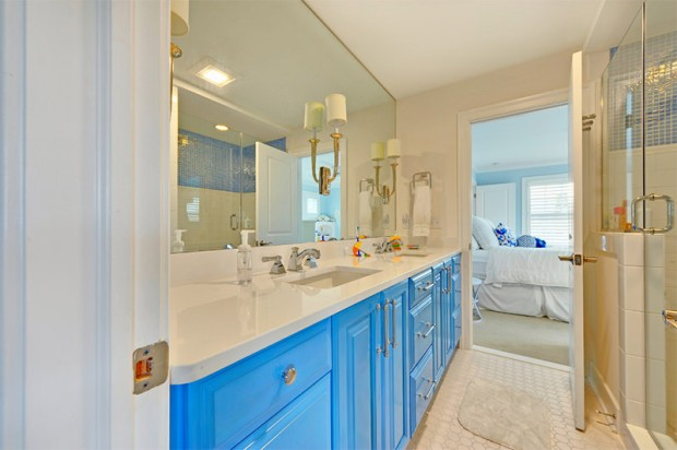 4-banheiro-moderno-armario-azul