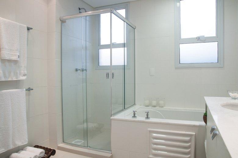 Banheiros brancos para se inspirar  Falk Art e Decoração -> Banheiros Planejados Favorita
