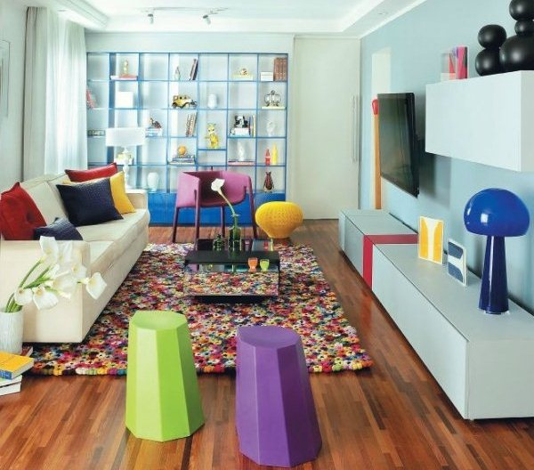 sala-decorada-com-moveis-coloridos-6