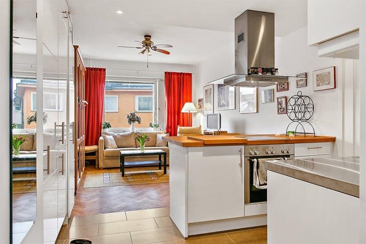 5-sala-pequena-cozinha-cortina-vermelha