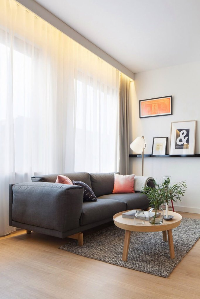 05-sofa-cinza-dois-lugares-sala-decorada
