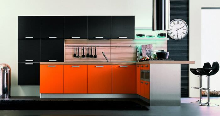10-cozinha-moderna-preta-laranja