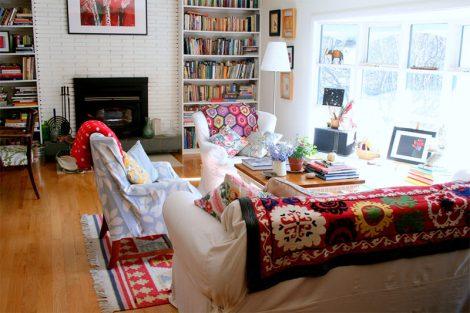 9-manta-colorida-sofa-claro-ecletico