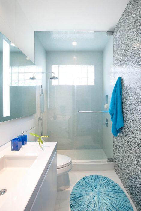 04-banheiro-pequeno-azul