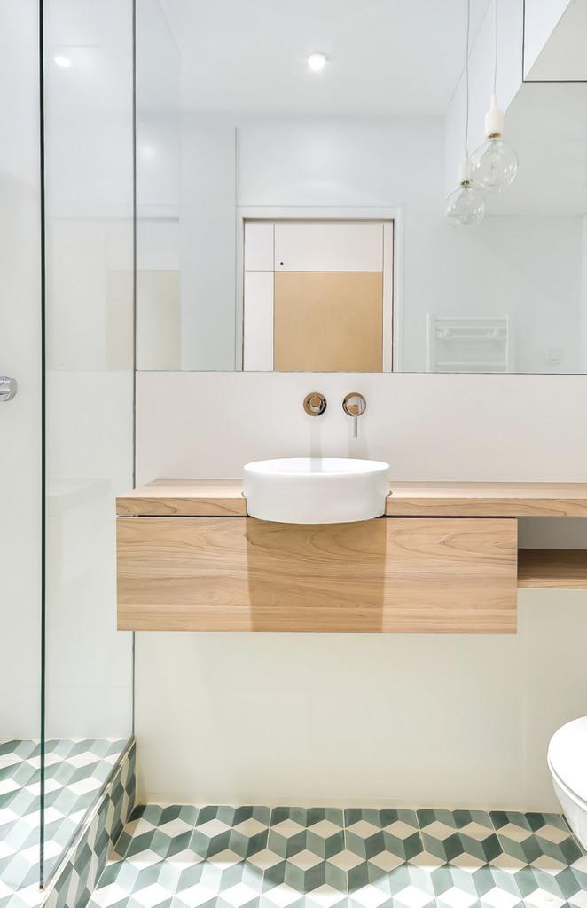 11-banheiro-pequeno-madeira-pia