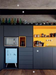 02-fabiana-stuchi-e-carlos-leite-criam-uma-cozinha-preta-e-amarela